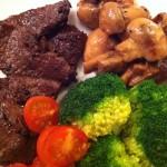 Middag: Ytrefilet av rein, Brokkoli, Tomat, Sjampinjong